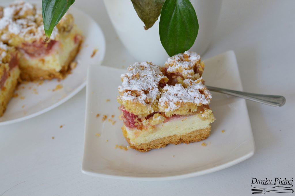 Ciasto z rabarbarem i budyniową pianką