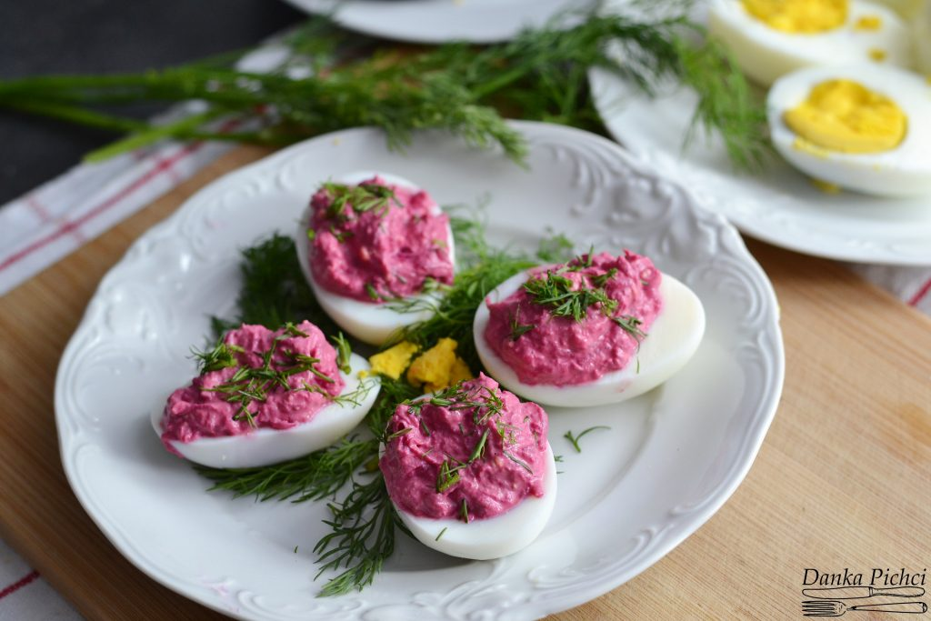 Jajka faszerowane burakami