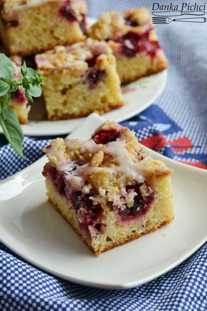 Ciasto kubeczkowe z wiśniami